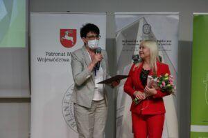 Zarząd Województwa Lubelskiego przyznał Iwonie Brodzik Nagrodę Kulturalną Województwa Lubelskiego, który wręczyła Bożena Ćwiek dyrektor Departamentu Kultury, Edukacji i Dziedzictwa Narodowego Urzędu Marszałkowskiego w Lublinie